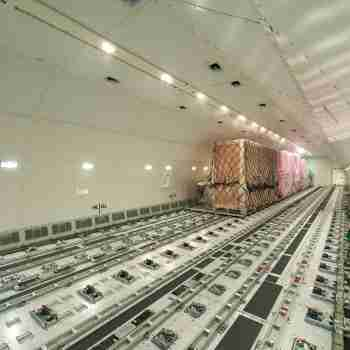 AVION CARGO INTERIEURrstock 135203894